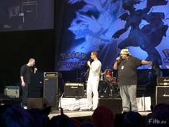 Marco Marrero von Nintendo ruft das Kostümteam aus München auf die Bühne.