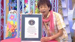 Bild: Koichi Yamadera präsentiert das Zertifikat in Oha Suta